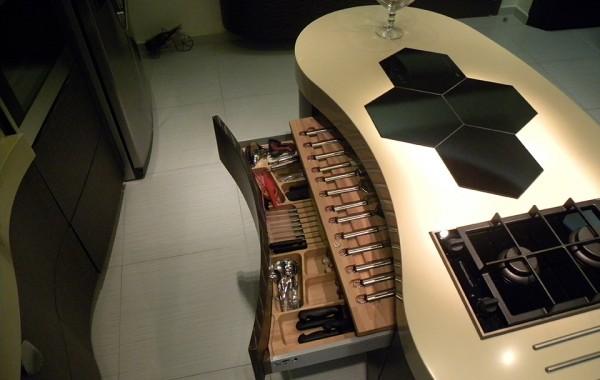 Πλήρως εξοπλισμένη, ξύλινη εργαλειοθήκη κουζίνας