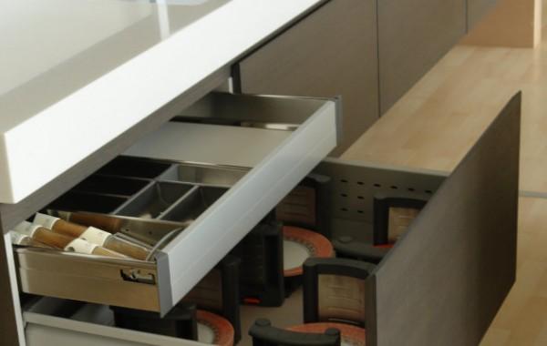 Βαγονέτο κουζίνας και εσωτερικό κρυφό συρτάρι